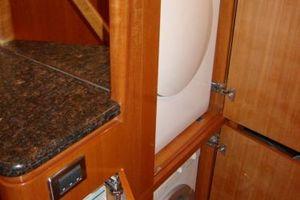58' Hampton 580 Pilothouse 2008 Washer & dryer