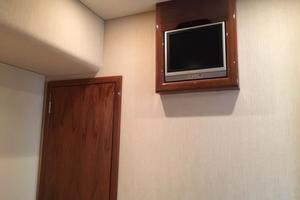 52' Buddy Davis Express 2006 TV in forward stateroom