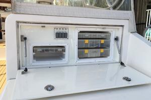 52' Buddy Davis Express 2006 Tackle storage