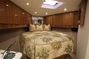 52' Buddy Davis Express 2006 forward stateroom