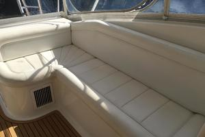 52' Buddy Davis Express 2006 Helm deck seating