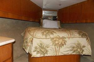 52' Buddy Davis Express 2006 Forward berth
