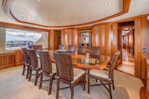 116' Azimut 116ft  Azimut 2006/2015 2006 Dining Room