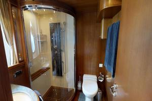 116' Azimut 116ft  Azimut 2006/2015 2006 Guest Bathroom