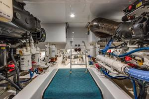 61' Sunny Briggs  2015 Engine Room