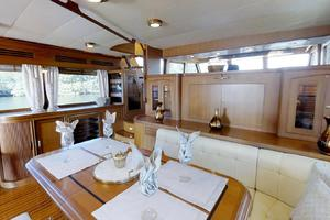 78' Marlow 2006/2017 78E Marlow Luxury Yacht 78ft 2006 Dining