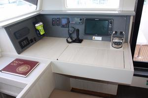 51' Leopard 51 PC 2014 Navigation Station (1)