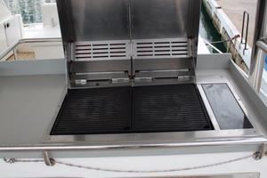 51' Leopard 51 Pc 2014 Wet Bar & Grill View (2)