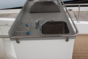 51' Leopard 51 Pc 2014 Wet Bar & Grill View (3)