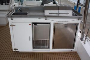 51' Leopard 51 PC 2014 Wet Bar & Grill View (1)
