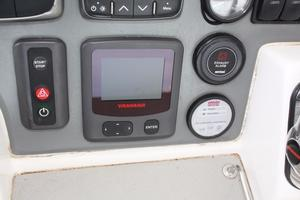 51' Leopard 51 PC 2014 Fly-bridge Helm Instruments View (4)