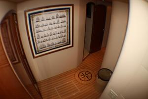 80' Hatteras 80 Motor Yacht 2005 Staterooms Passway