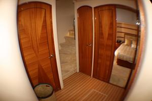 80' Hatteras 80 Motor Yacht 2005 Stateroom Passway