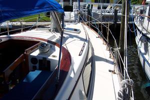 50' Gulfstar Center Cockpit Sloop 1977 50 Gulfstar CC STBD Side Deck