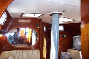 50' Gulfstar Center Cockpit Sloop 1977 50 Gulfstar CC Salon