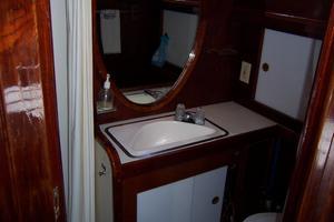 50' Gulfstar Center Cockpit Sloop 1977 50 Gulfstar CC Master Ensuite Head