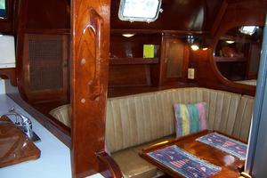 50' Gulfstar Center Cockpit Sloop 1977 50 Gulfstar CC Salon Settee To Port 2