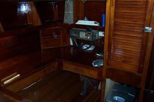 50' Gulfstar Center Cockpit Sloop 1977 50 Gulfstar CC Nav Station