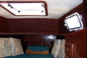 50' Gulfstar Center Cockpit Sloop 1977 50 Gulfstar CC FWD Guest Cabin Hatch