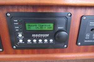 48' American Tug 485 2015 Battery Monitor
