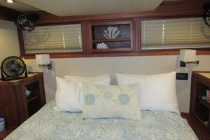 48' American Tug 485 2015 Queen Bed with Air Mattress