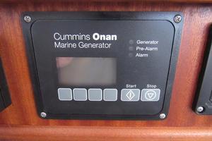 48' American Tug 485 2015 12 KW Onan Generator 600 Hours