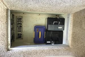 52' Bluewater Yachts millennium 2001 In-Floor storage locker