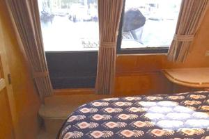 52' Bluewater Yachts Millennium 2001 Aft stateroom