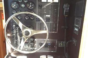 52' Bluewater Yachts Millennium 2001 Inside helm