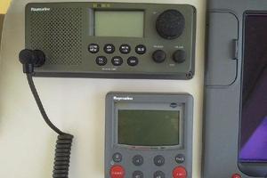 34' Mainship Pilot 2008 VHF and autopilot @ helm