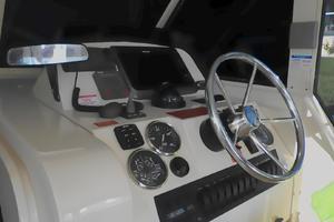 34' Mainship Pilot 2008 Helmsman area with full  instrumentation