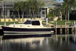 34' Mainship Pilot 2008 Note the new cabin window tinting