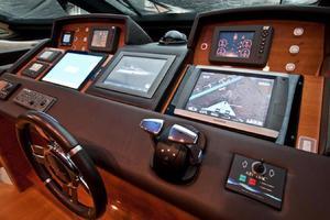 85' Azimut 85 2007 Wheelhouse