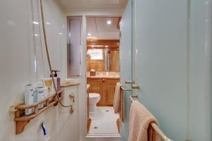 76' Offshore Yachts 76' Motoryacht 2007 Master shower