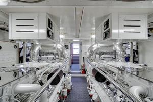 76' Offshore Yachts 76' Motoryacht 2007 Engine room 2