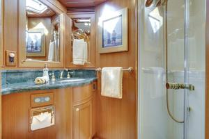 76' Offshore 76' Motoryacht 2007 VIP Head