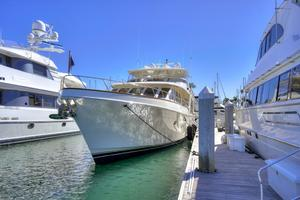 76' Offshore Yachts 76' Motoryacht 2007 At the dock 2