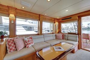 76' Offshore 76' Motoryacht 2007 Salon settee