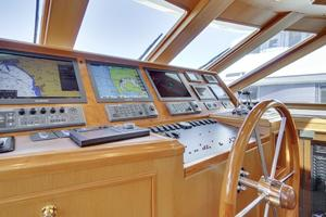 76' Offshore Yachts 76' Motoryacht 2007 Helm 2