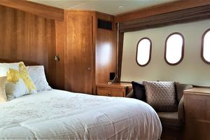 55' Navigator 55 Pilothouse 2012 Master Stateroom