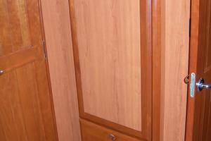 49' Hunter 49 2007 Hanging locker forward