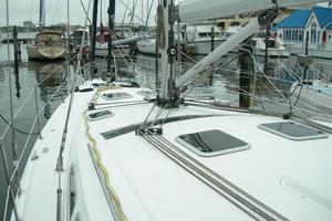 49' Hunter 49 2007 Cutter rig with in-mast furling