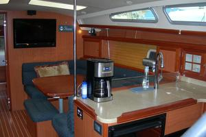 49' Hunter 49 2007 Galley and salon