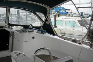 49' Hunter 49 2007 Cockpit table