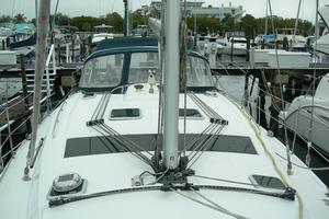 49' Hunter 49 2007 Clean deck, lines led aft