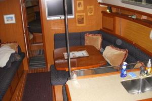 49' Hunter 49 2007 Open and airy main salon