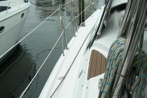 49' Hunter 49 2007 Port weather deck