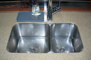 49' Hunter 49 2007 Deep double SS sinks
