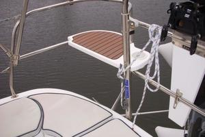 49' Hunter 49 2007 Rail seating in stern pulpit