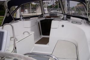 49' Hunter 49 2007 Great cockpit view